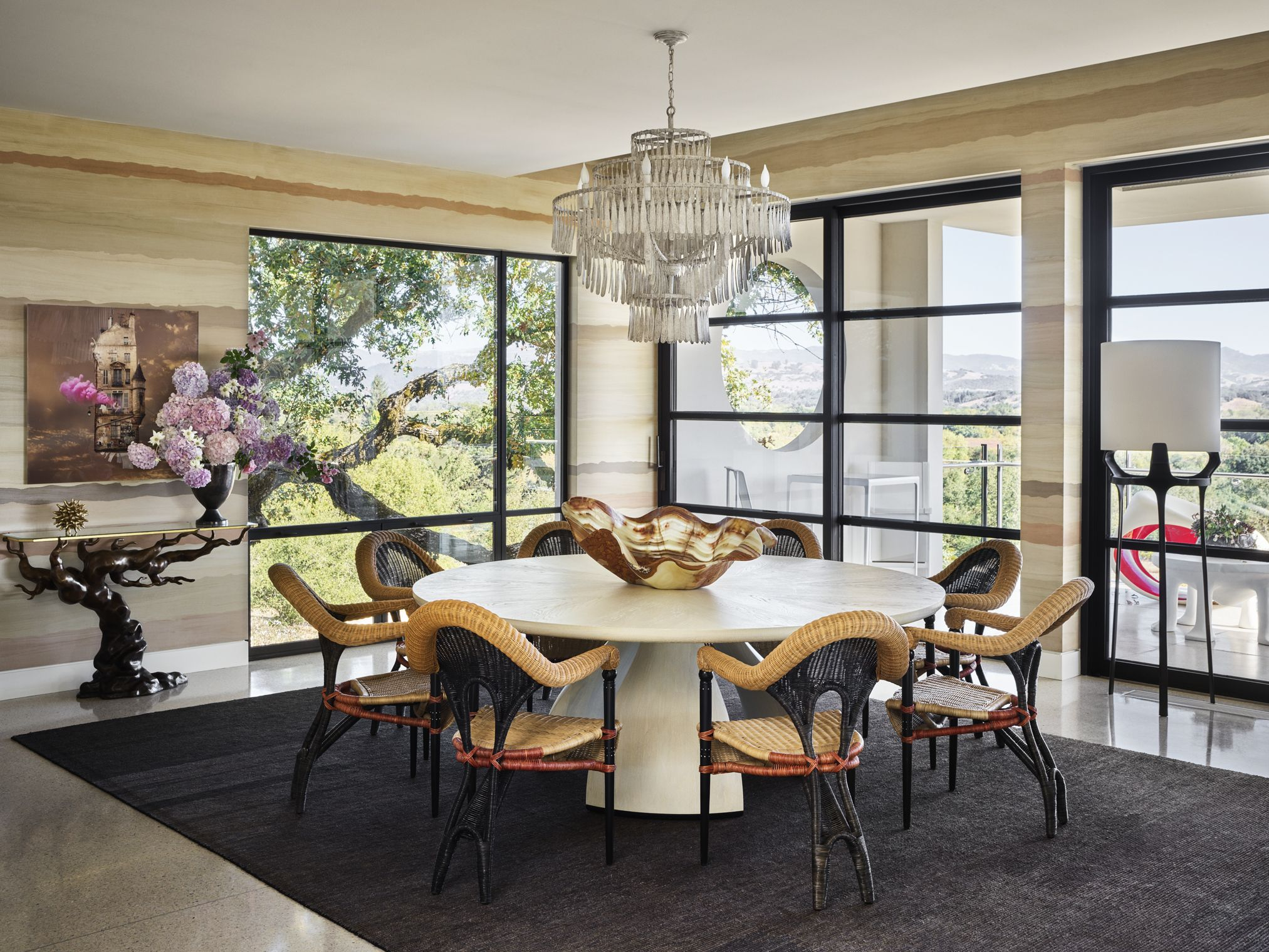 Some of the most elegant round dining room tables 2021